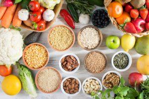 מגוון פירות, ירקות ודגנים