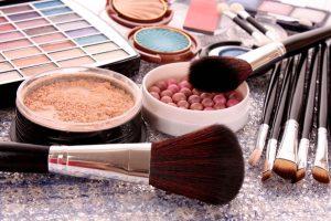 יופי לטווח ארוך: מוצרי איפור שמטפחים את העור